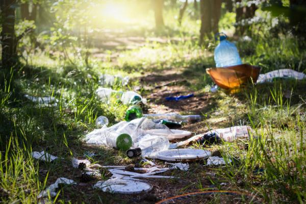 How to cut plastic while camping and hiking
